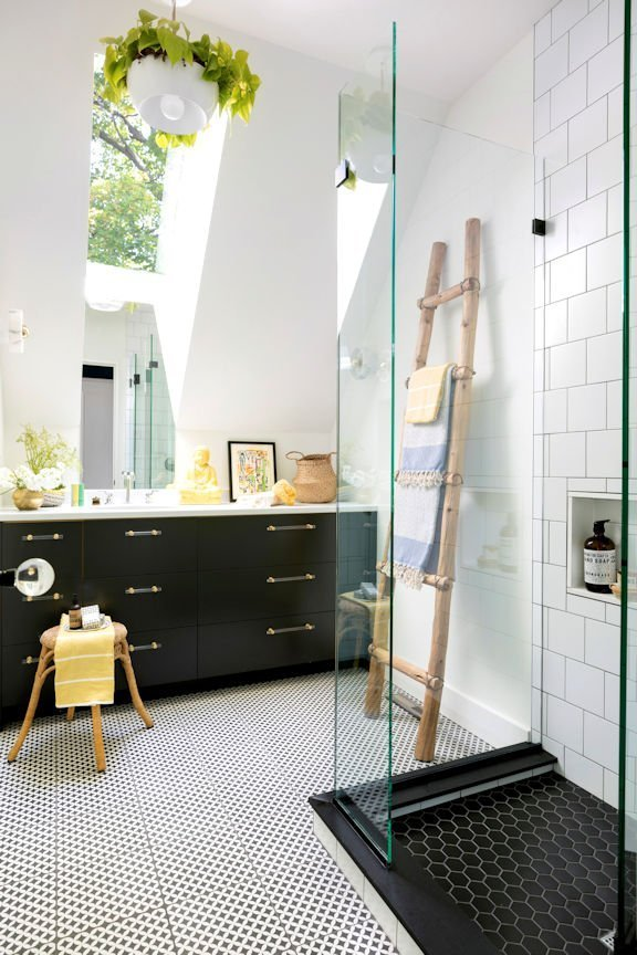 Cape Dutch Modern shower